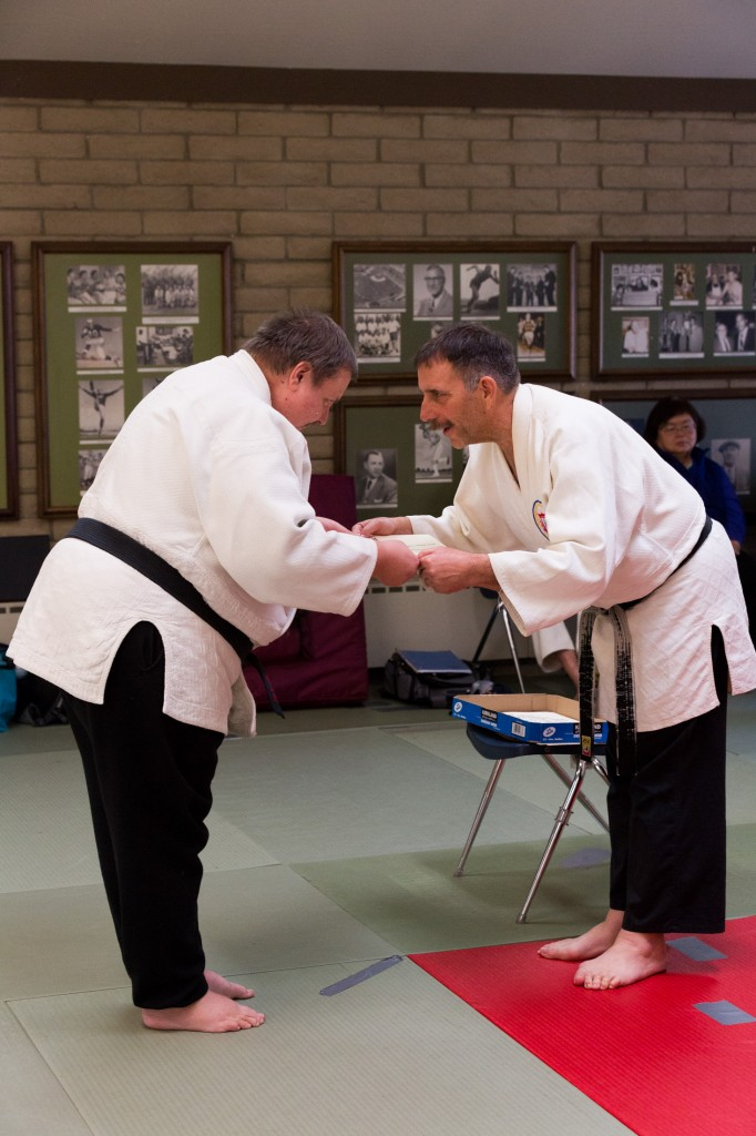Okugi 2013, receiving hanshi diploma